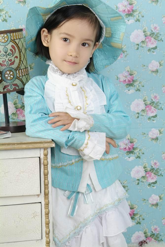 刚刚拍来的相片可爱小公主上儿童模特网了;;