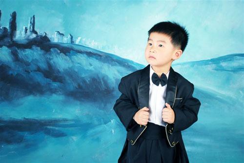 哈哈 穿西装了 - 儿童模特 - 中国童装网