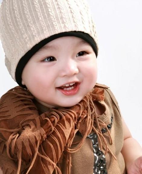 可爱的男宝宝相片