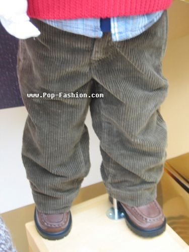 巴黎/巴黎十二月童装休闲裤橱窗照片一
