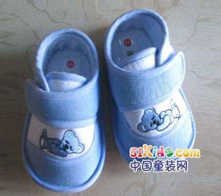 儿童 拖鞋/其次是,拖鞋要轻便。最好选择全棉儿童拖鞋。全棉儿童拖鞋既...