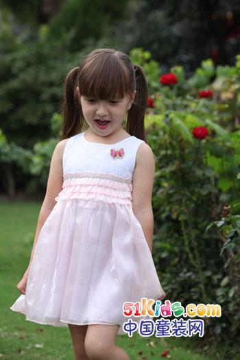 每个女孩的诞生,犹如落入凡间的美丽小天使,是那么的纯净可爱.