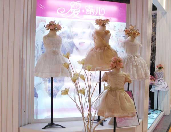 爱朵儿童装专卖店装修效果图及形象店铺展示