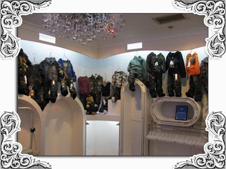 香港可爱100国际童装最新店面展示
